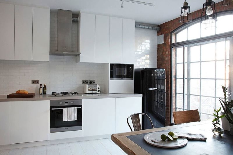 Интерьер кухни лофт без занавесок на окне