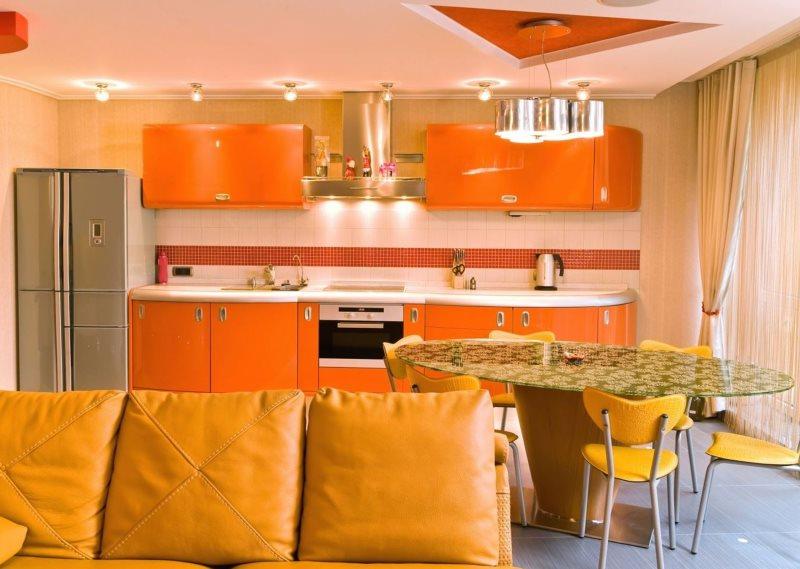 Оранжевый гарнитур линейной планировки