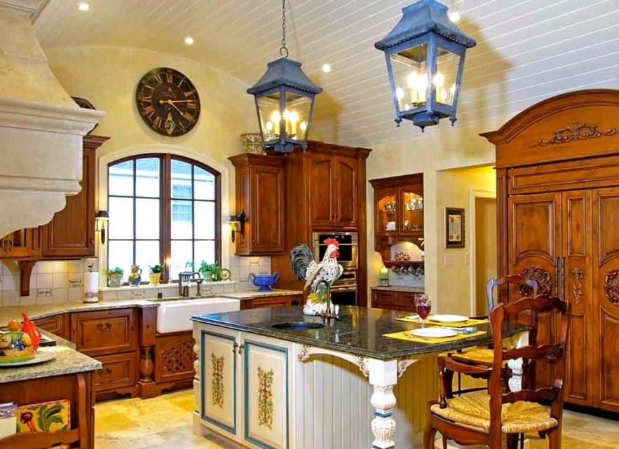 Садовые светильники на потолке кухни в стиле кантри