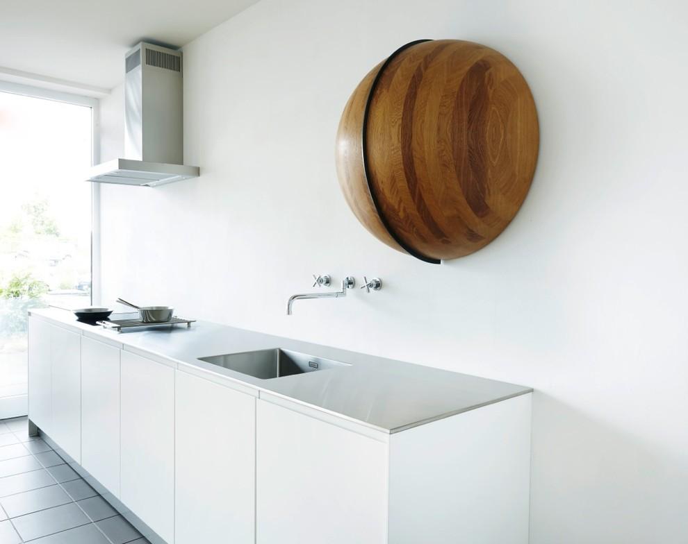 Деревянный декор в кухне стиля хай-тек