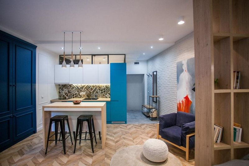 Паркетный пол в кухне-гостиной хрущевки