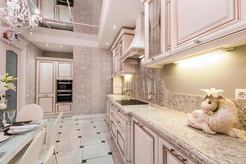 Дизайн кухни с патиной на фасадах гарнитура