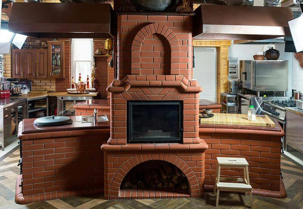 Кирпичная печь в летней кухне