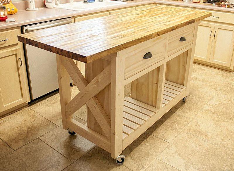 Деревянный кухонный остров на колесиках