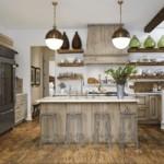 Состаренные фасады кухни с имитацией дерева