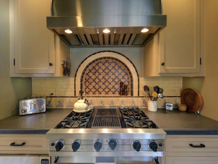 Рабочая зона кухни в арабском стиле
