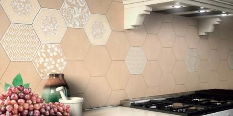 Плитка-соты на кухонном фартуке