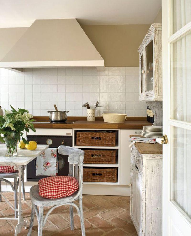 Керамический пол с подогревом на полу кухни в стиле прованс