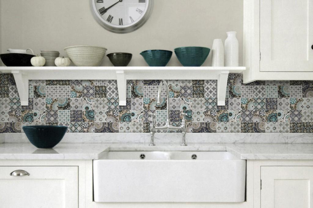 Керамическая плитка пэчворк на кухне в стиле прованс