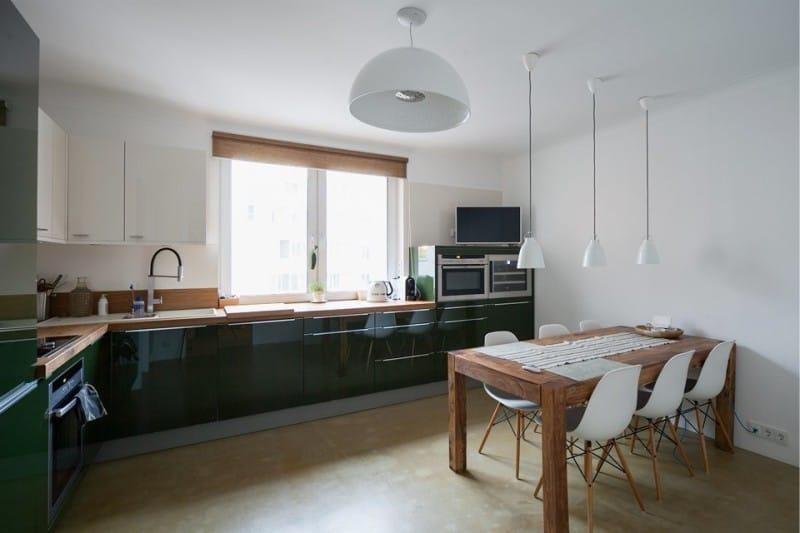 Керамический пол кухни бежевого цвета