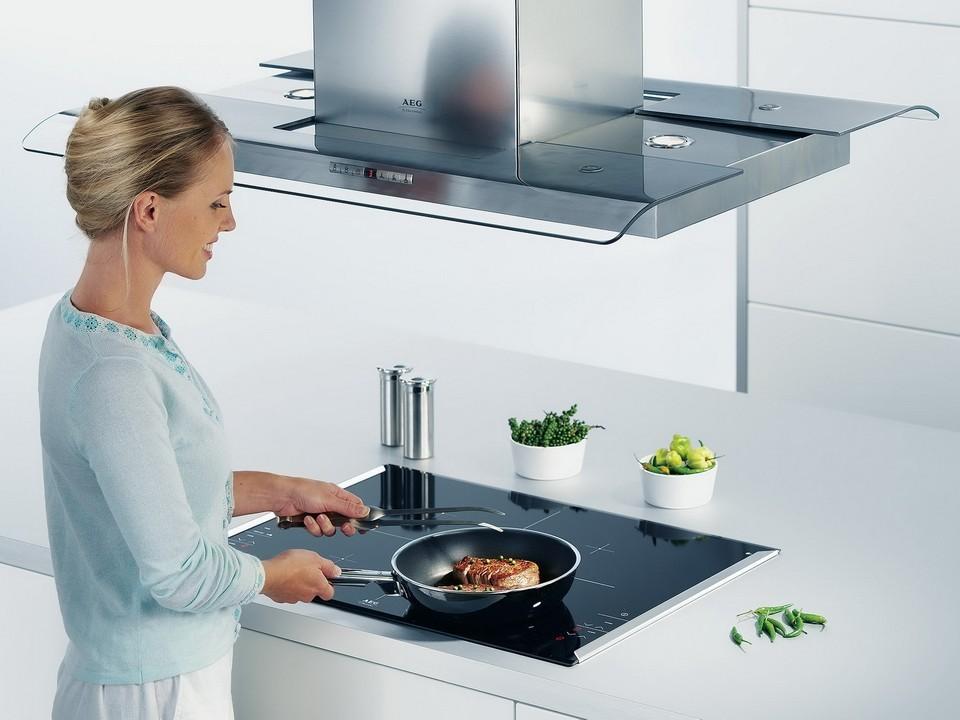 Т-образная вытяжка над плитой в кухонном острове