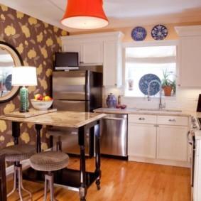 Зеркало в кухне сельского дома