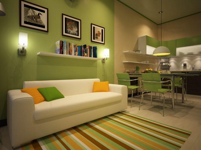 Прямой белый диван вдоль зеленой стены