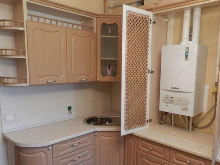 Шкаф с решетчатой дверкой для газовой колонки
