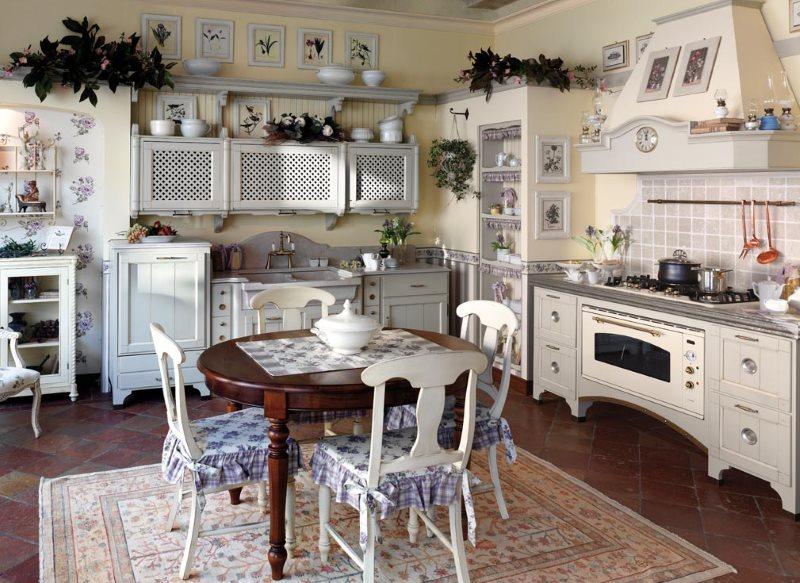 Интерьер кухни прованс с резной мебелью