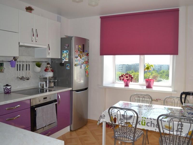 Рулонная штора в интерьере кухни