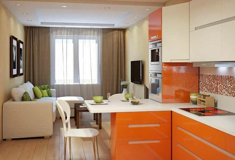 Вытянутая кухня-гостиная с яркой мебелью