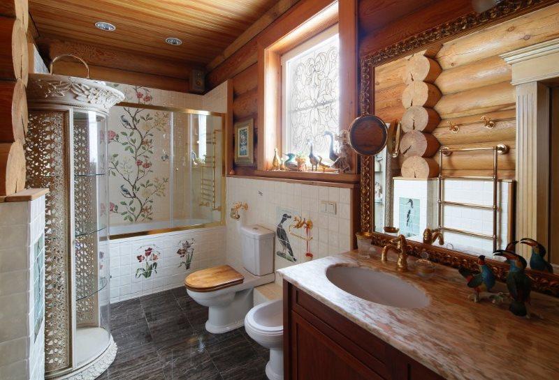 Интерьер совмещенного санузла в доме из бревна