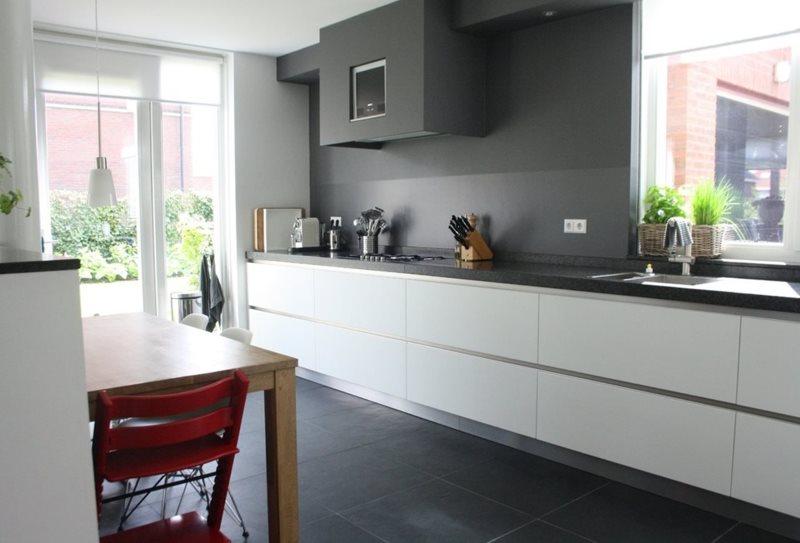 Серые стены кухни в стиле минимализма