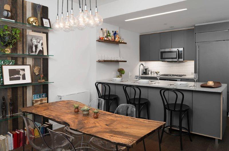 Интерьер кухни с серыми фасадами