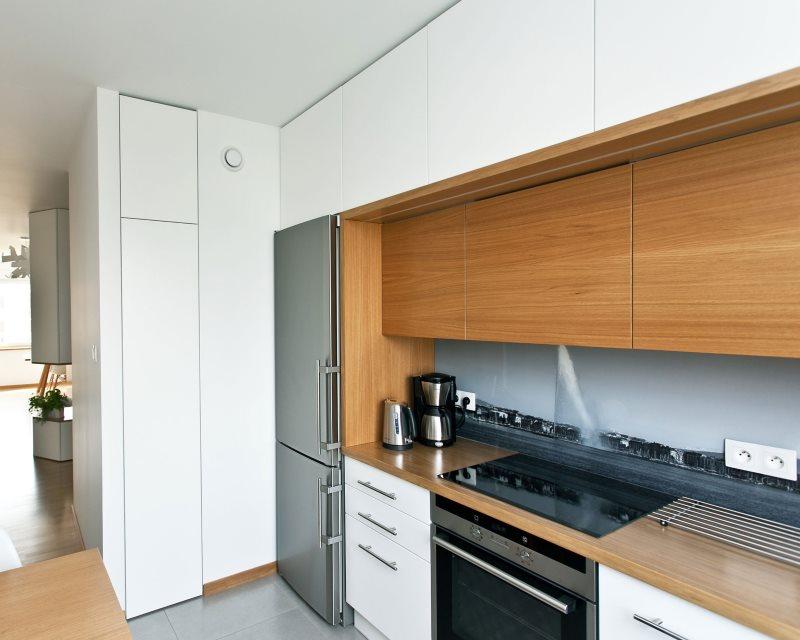 Кухонный гарнитур с дополнительным ярусом подвесных шкафов