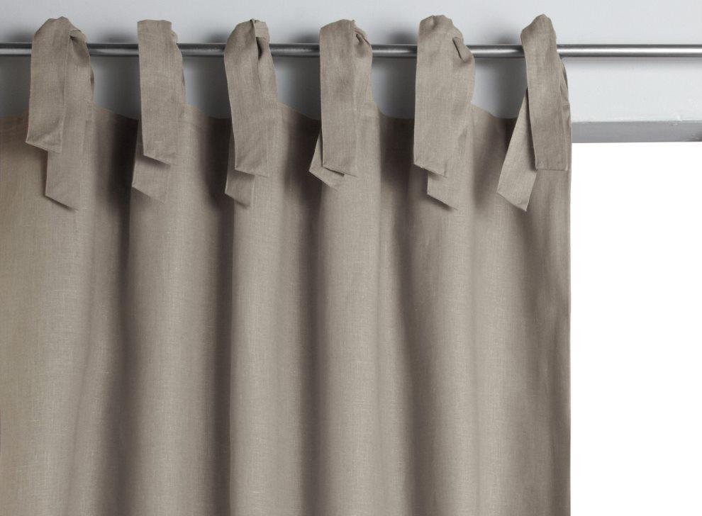 Серая штора с завязками на металлическом карнизе