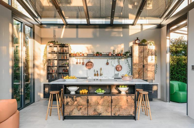 Интерьер современной кухни в смешанном стиле
