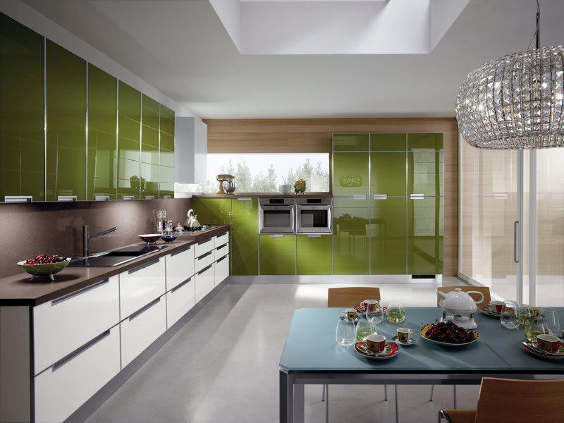 Глянцевый кухонный гарнитур для просторной кухни