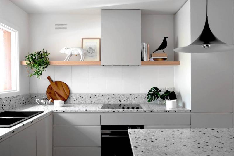 Дизайн кухни с рабочими столешницами из камня