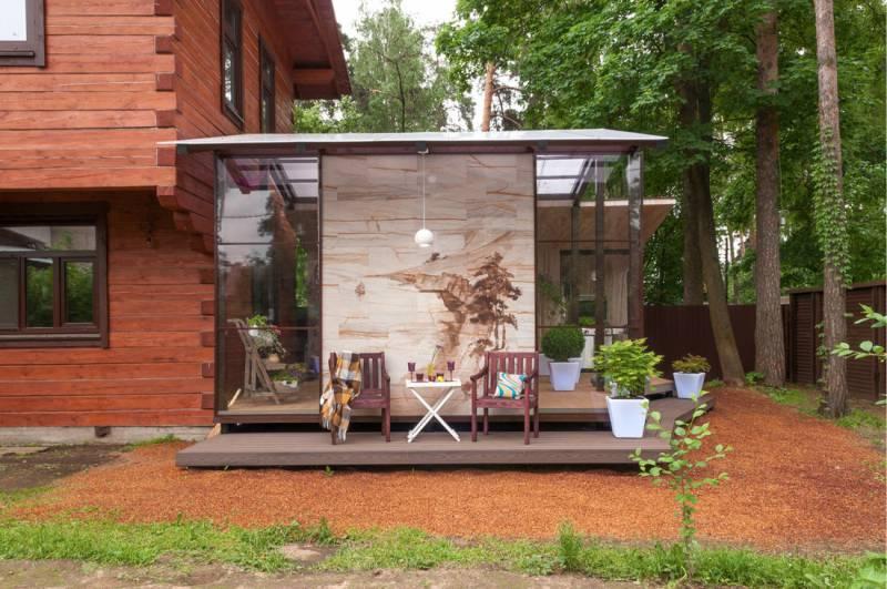 Летняя кухня на террасе загородного дома
