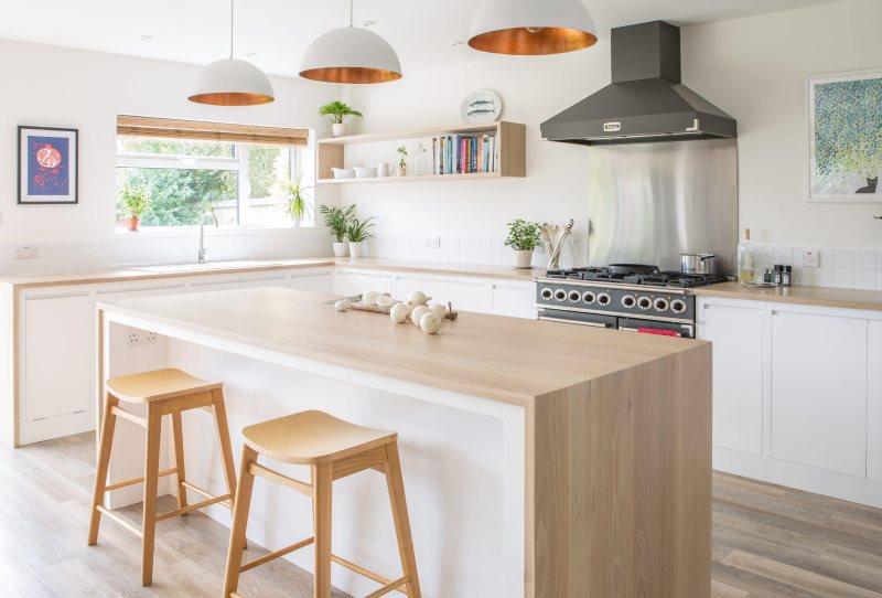 Естественное освещение кухни в стиле минимализма