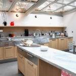 Летняя кухня с прозрачным потолком