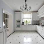Керамическое покрытие пола в угловой кухне