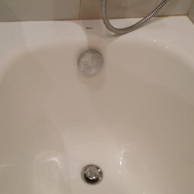 Эмалированная поверхность ванны Roca Continental