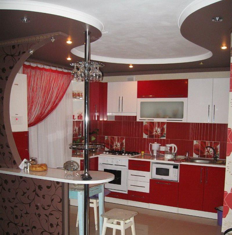 Двухуровневый потолок в кухне хрущевки