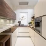 П-образный гарнитур в узкой кухне