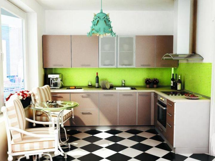 Диагональная укладка черно-белой плитки на полу кухни