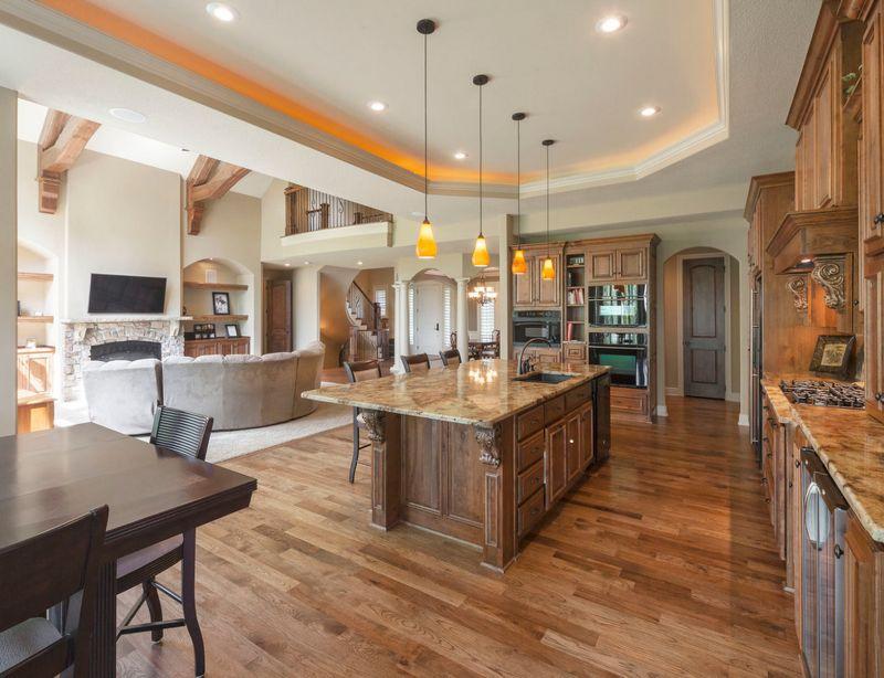 Зонирование кухни-столовой напольным покрытием