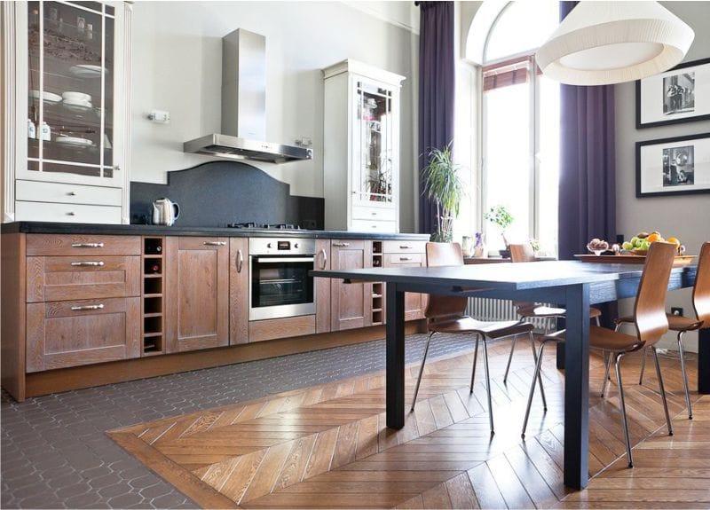 Пример зонирования кухни напольным покрытием