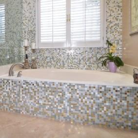 экран в ванной комнате из мозаики