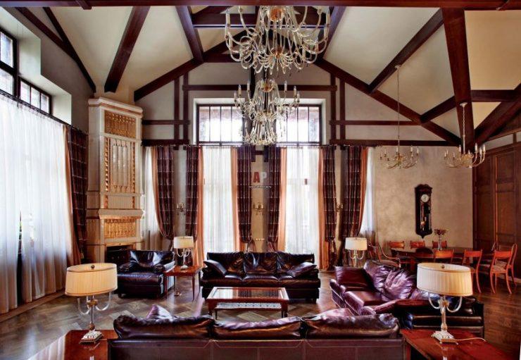 гостиная с двумя окнами идеи дизайна