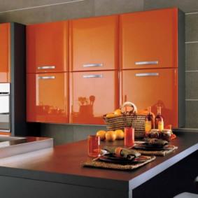дизайн малогабаритной кухни оранжевый