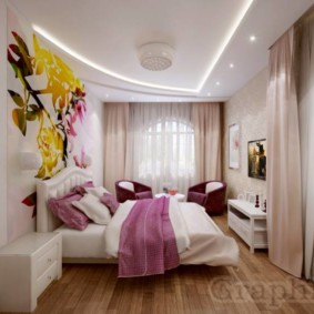 спальня с двумя окнами фото декора