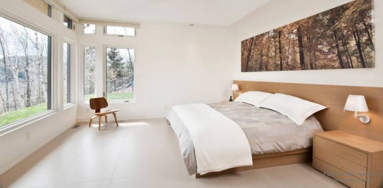 спальня с двумя окнами минимализм