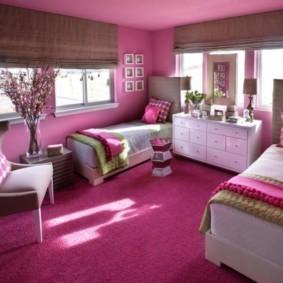 спальня с двумя окнами фото дизайна