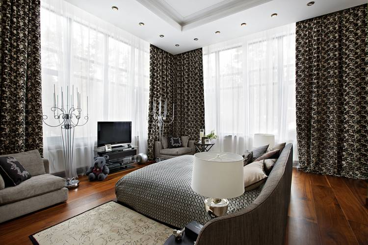 спальня с двумя окнами фото интерьер
