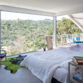 спальня с двумя окнами фото обзор