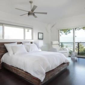 спальня с двумя окнами идеи