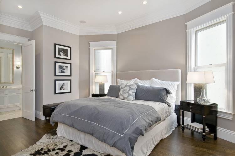 спальня с двумя окнами идеи фото