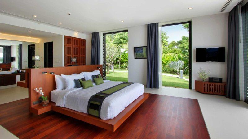 спальня с двумя окнами идеи оформление